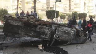 Violentos confrontos entre opositores e partidários do presidente do Egito, Mohamed Mursi, deixaram ao menos 5 mortos.
