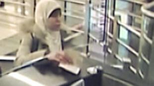 Cliché extrait d'une caméra de surveillance de l'aéroport d'Istanbul de Hayat Boumeddiene lors de son arrivée le 2 janvier 2015.