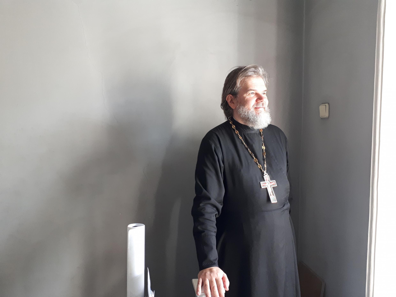 Père Oleg Batov, l'un des signataires de la lettre de soutien aux manifestants incarcérés.