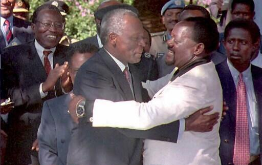 Former Angolan President José Eduardo dos Santos embraces Jonas Savimbi at a peace meeting in Lusaka, Zamibia in May 6, 1995