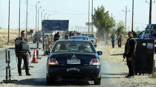 Un barrage de police contrôle les voitures dans le Nord-Sinaï, le 31 janvier 2015.