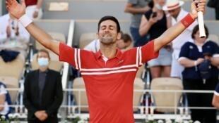 PHOTO Novak Djokovic bras levés - 13 juin 2021