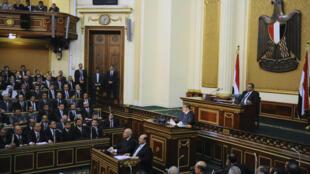 Presidente Mohamed Mursi, durante discurso no Senado, neste sábado, 28 de dezembrop de 2012.