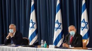 Le Premier ministre alternant Benny Gantz (g) et le Premier ministre Benyamin Netanyahu, le 14 juin à Jérusalem.