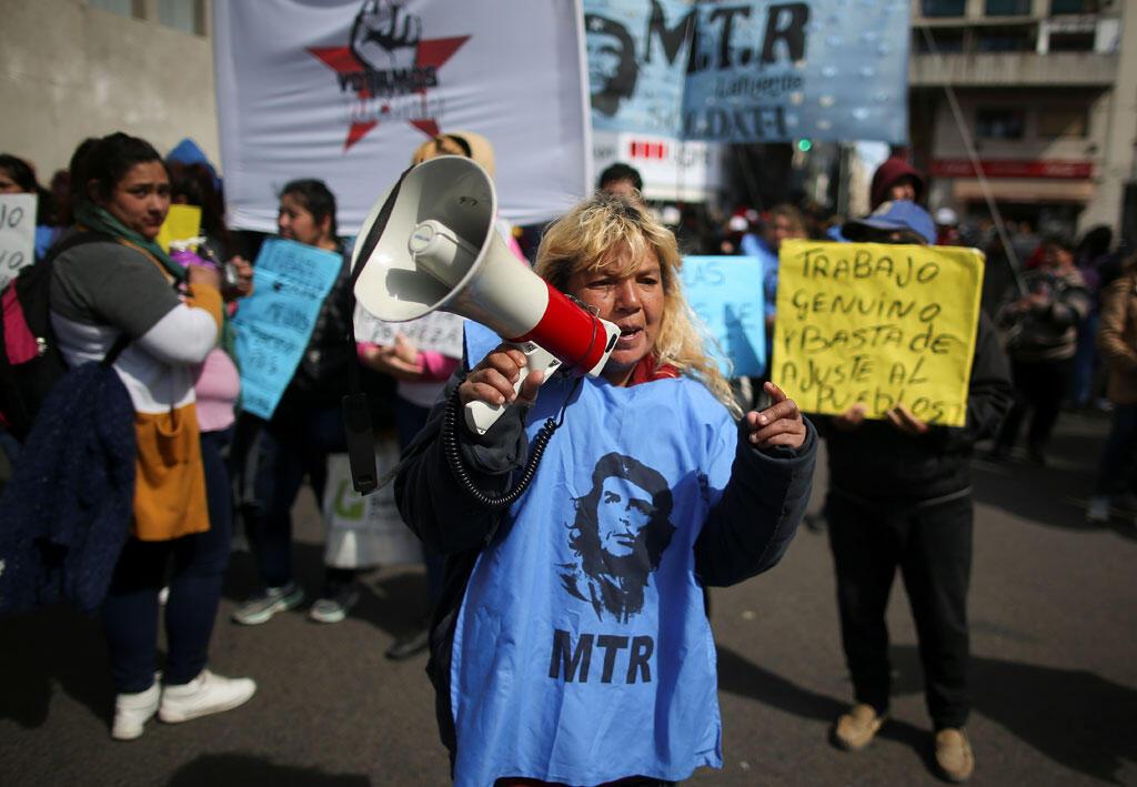 En Argentine, la crise chilienne s'invite dans la campagne des élections générales alors que le pays vit une situation économique difficile.