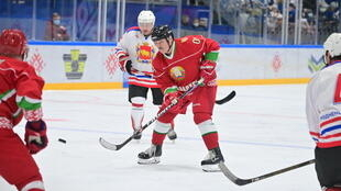 2020-11-29T123154Z_1721247868_RC20DK9NUHNG_RTRMADP_3_BELARUS-ELECTION-LUKASHENKO-ICEHOCKEY