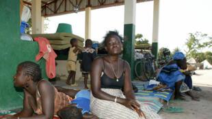 Des réfugiés attendent dans le camp de Bourgadie, un quartier de Mpack, un village frontière situé entre la Casamance et la Guinée Bissau.