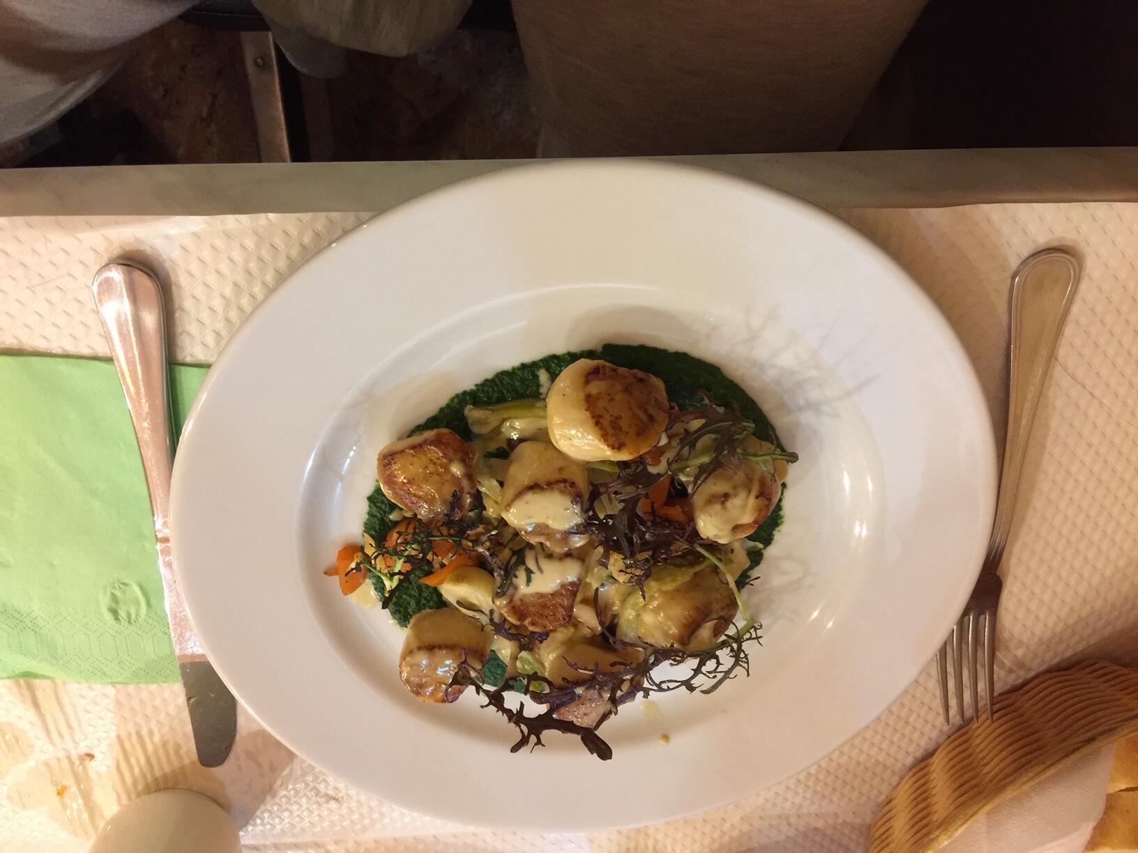 華裔法餐大廚基利的一道聖雅克扇貝主菜
