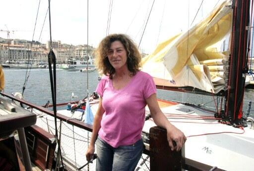 Florence Arthaud au départ de la Route de l'Equateur, le 15 avril 2007 à Marseille.