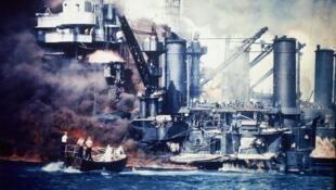 នាវាចម្បាំងអាមេរិក ដែលត្រូវផ្ទុះឆេះ នៅក្នុងការវាយប្រហារលើ Pearl Harbor ថ្ងៃទី៧ ធ្នូ ១៩៤១