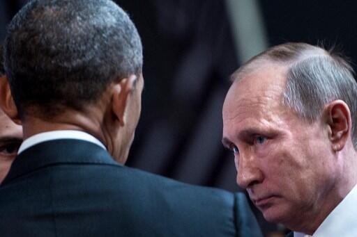 Уходящий президент США Барак Обама c президентом России Владимиром Путиным во время саммита APEC в Лиме 20 ноября 2016 года