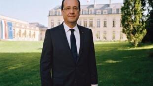 Retrato oficial do presidente François Hollande, que segundo as pesquisas de intenção de voto provavelmente poderá contar com uma maioria absoluta no Parlamento para governar a França.