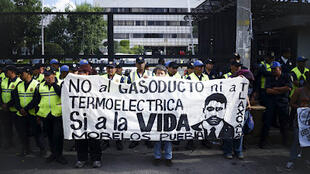 """Manifestación contra el """"Proyecto Integral Morelos""""."""