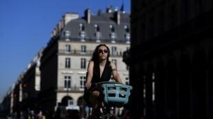 La rue de Rivoli, à Paris, est désormais dédiée aux cyclistes.