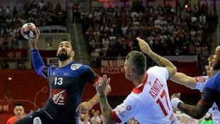 Pour battre la Croatie samedi, la France comptera de nouveau sur Nikola Karabatic (N°13), ici face à la Pologne, le 19 janvier 2016,