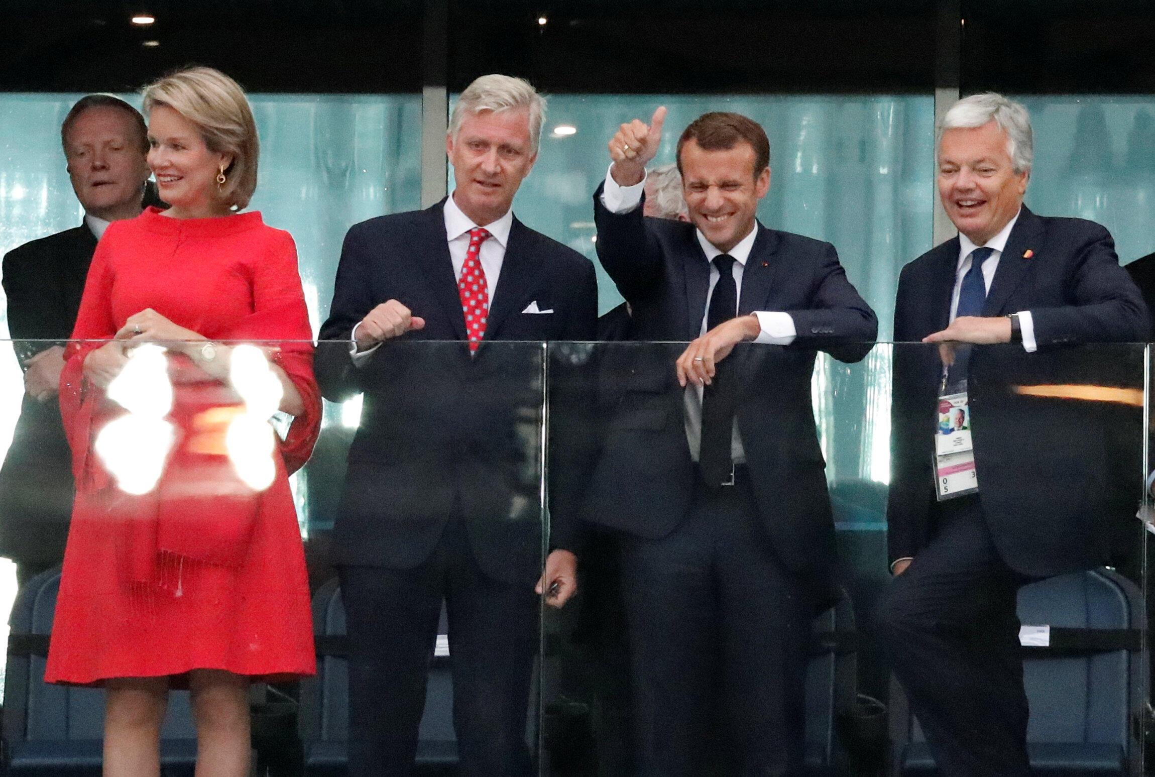 Слева направо: королева Бельгии Матильда, король Филипп, президент Макрон и глава МИД Бельгии Дидье Рейндерс на полуфинальном матче Франция-Бельгия 10 июля 2018