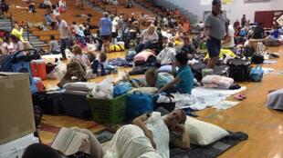 Habitantes de Key West refugiados en una escuela esperan la llegada del huracán Irma. 9 septiembre 2017.