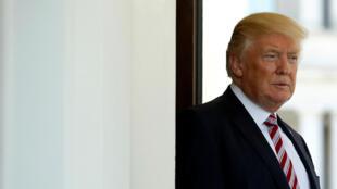 Le président américain Donald Trump sur le perron de la Maison Blanche, le 16 mai 2017.