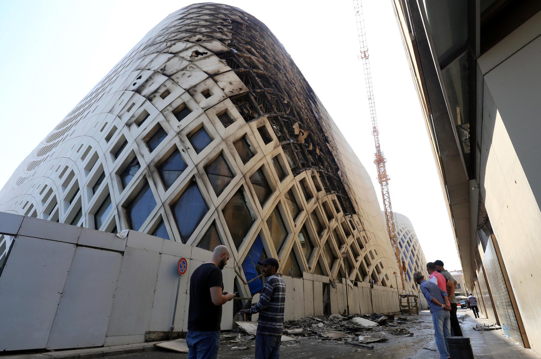 ساختمان نماد تجارت در بیروت آتش گرفت