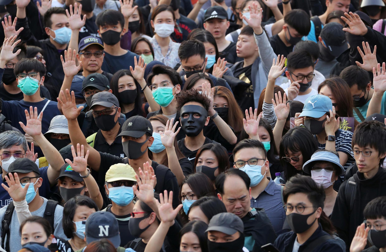 A população de Hong Kong aderiu em massa aos três protestos autorizados pelo governo neste domingo (1°).