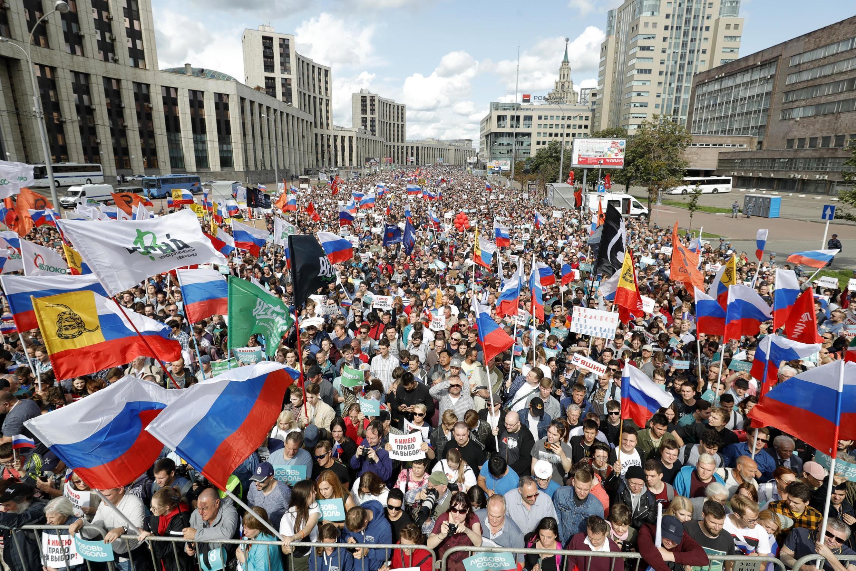 Des manifestants de l'opposition dans les rues de Moscou. Ils réclament des élections libres. 19 juillet 2019