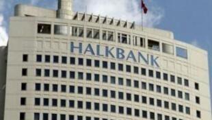 """دخالت """"هالک بانک"""" در داد و ستدهای غیرقانونی با ایران چنانچه قطعی شود، جریمۀ بسیار سنگینی از طرف آمریکا به این بانک ترک تعلق خواهد گرفت."""