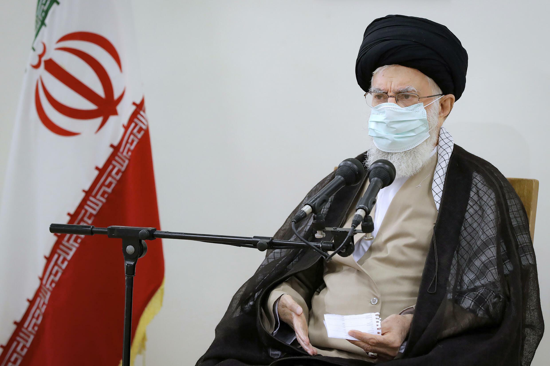 L'ayatollah Ali Khamenei, ici ce vendredi 23 juillet à Téhéran, a critiqué la gestion des problèmes de l'eau par le gouvernement.
