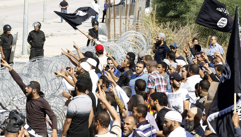 Biểu tình phản đối trước sứ quán Mỹ tại Tunis, Tunisia, 14/09/2012