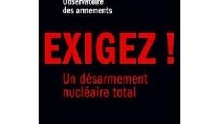 Couverture du livre « Exigez un désarmement nucléaire total » de Stéphane Hessel et Albert Jacquard publié chez Stock.