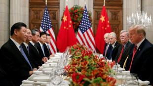 中國主席習近平與美國總統特朗普在G20工作晚餐上,2018年12月1日。
