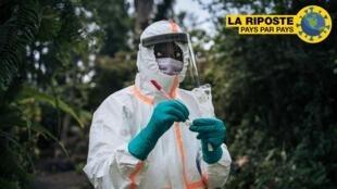 Mfanyakazi wa Wizara ya Afya ya DRC anajiandaa kufanya vipimo vya Covid-19 huko Goma, mashariki mwa DRC, Machi 31, 2020.