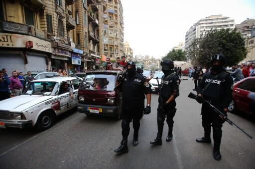 Des policiers en patrouille dans les rues du Caire durant une manifestation marquant le troisième anniversaire de la révolution égyptiennne (photo d'illustration).