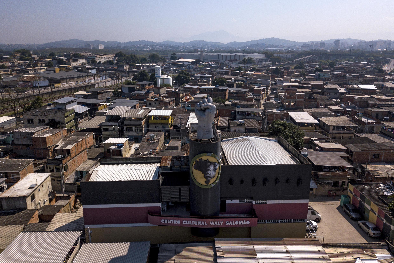 Depuis le début de la pandémie à Rio, on croise de plus en plus d'enfants faisant la manche.