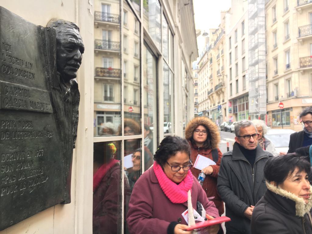 """En este hotel, denominado antiguamente Hôtel de Flandre, García Márquez trabajó en su novela """"El coronel no tiene quien le escriba"""". Frente a su habitación, en el Gran Hotel Saint- Michel, se alojaban su amigo colombiano Plinio Apuleyo Mendoza y el poeta c"""