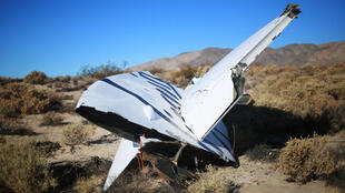 Débris du vaisseau expérimental de Virgin Galactic Spaceship 2, écrasé dns le désert californien, le 2 novembre 2014.