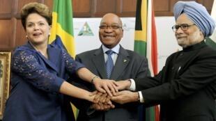 លោកស្រីប្រធានាធិបតីប្រេស៊ីល Dilma Rousseff  លោកប្រធានាធិបតីអាហ្វ្រិកខាងត្បូង Jacob Zuma និងលោកនាយករដ្ឋមន្ត្រីឥណ្ឌា Manmohan Singh