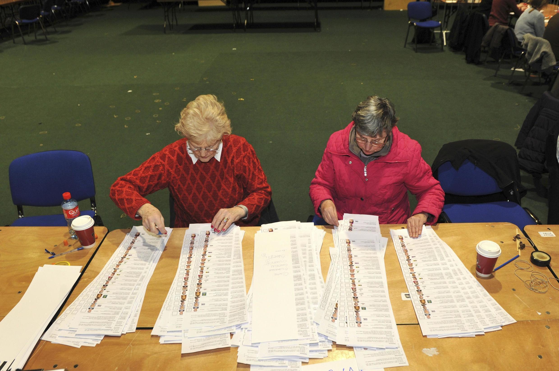 O partido do primeiro-ministro Enda Kenny obteve, até o momento, 47 cadeiras do Parlamento,30 a menos dos assentos que tinha conquistado em 2011, quando assumiu o poder.