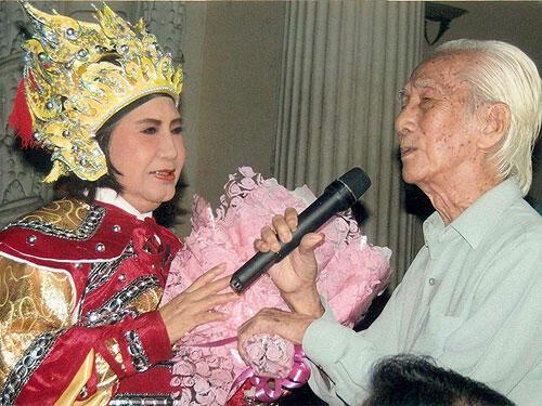 Nghệ sĩ Diệu Hiền và soạn giả Viễn Châu (DR)