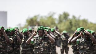 Des soldats dans le camp d'entraînement de Lohatla, près de Kimberley, le 19 octobre 2015.
