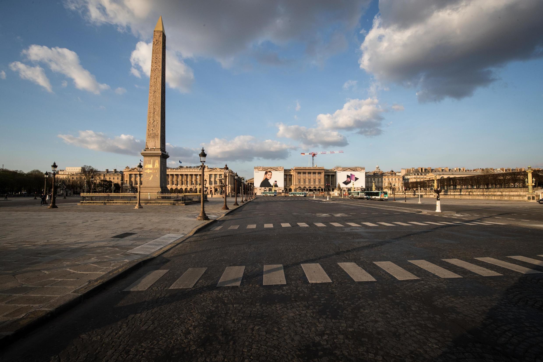 Quảng trường Concorde, Paris, Pháp không một bóng người vì lệnh phong tỏa chống dịch virus corona.