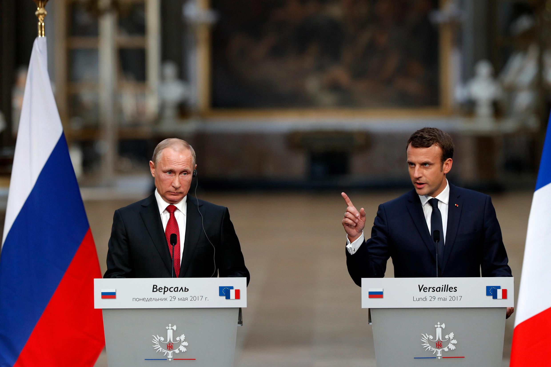 Владимир Путин и Эмманюэль Макрон в ходе совместной пресс-конференции в Версале, 29 мая 2017 года