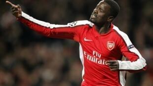 L'Ivoirien Emmanuel Eboué à l'époque où il évoluait à Arsenal en Angleterre.