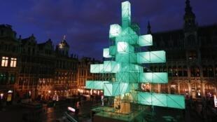 Le sapin de Noël électronique de la Grand-Place, à Bruxelles, le 29 novembre 2012.