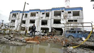 Le siège de la police de San Lorenzo, près de la frontière avec la Colombie, après un attentat à la voiture piégée le 28 janvier 2018 dans cette ville du nord de l'Equateur.