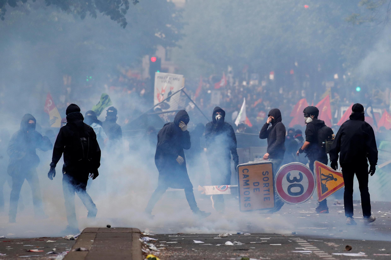 По мнению главы МВД Франции Кристофа Кастанера, новый закон поможет предотвратить погромы на акциях протеста