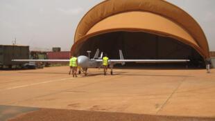 """Drone """"Harfang"""" en 2014 sur la base de Niamey."""
