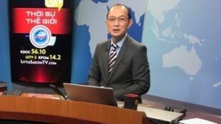 Nhà báo Hoàng Trọng Thụy trong một chương trình của đài Little Saigon, Quận Cam, California, Hoa Kỳ. Ảnh chụp ngày 04/02/2021.