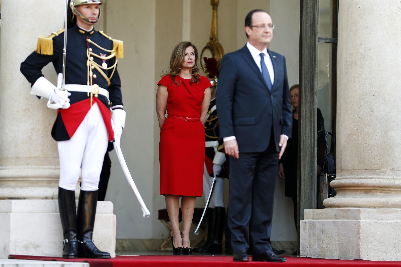 Bà Valérie Trierweiler cùng với Tổng thống François Hollande tại điện Elysée ngày 07/05/2013.