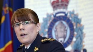 A superintendente da polícia de Toronto, Jennifer Strachan, anuncia a prisão dos suspeitos em coletiva organizada nesta segunda-feira.