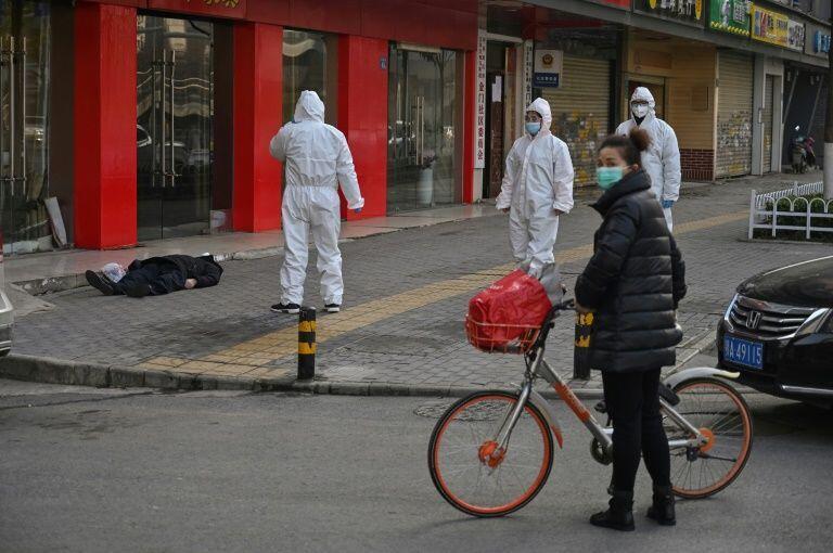 法新社在武汉街头拍摄到的尸体,2020年1月30日。